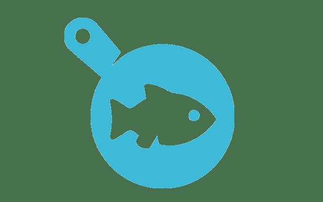 Fisch in Bratpfanne zur Visualisierung der Frage, ob man wenigstens Fisch isst, wenn man schon auf Fleisch verzichtet