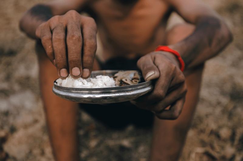 Hungerndes Kind in Afrika - die Bekämpfung des Welthungers als Grund, vegan zu leben